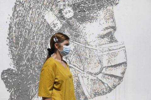 У Португалії, де вакциновано 81% населення, скасували масковий режим на вулиці