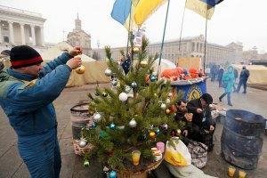 На Майдане Независимости продолжают митинговать около тысячи человек