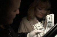 В Киеве сотрудницу Исполнительной службы задержали за взятку