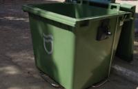 Жители частного сектора в Днепре украли мусорные контейнеры, чтобы квасить в них капусту и солить арбузы