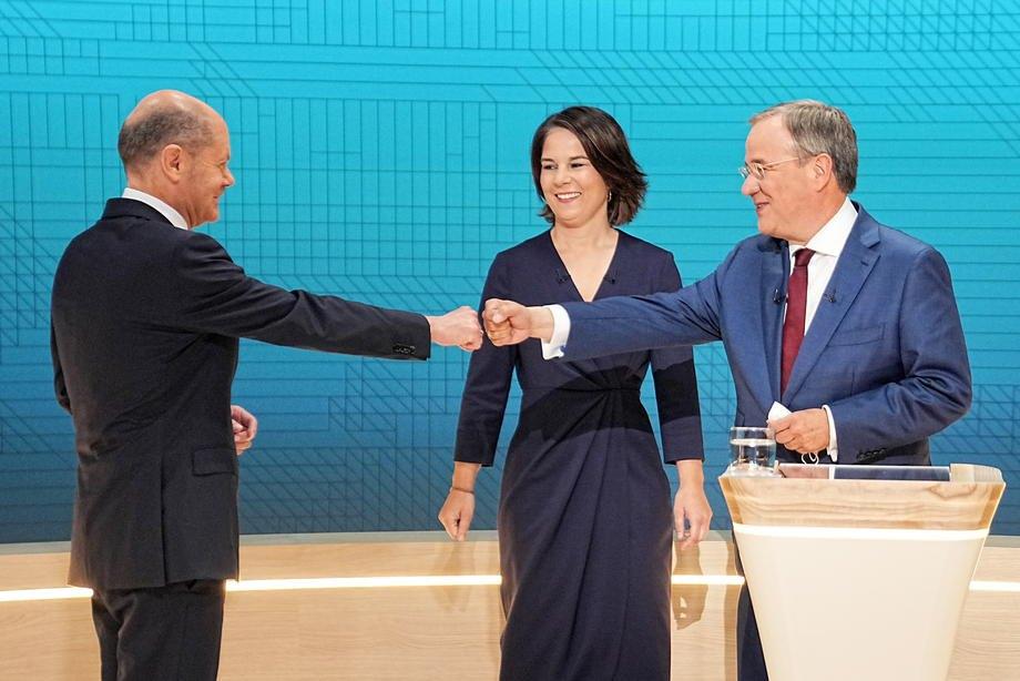 Олаф Шольц (СДПН), Анналєна Бербок ('Зелені') та Армін Лашет (ХДС) під час телевізійних дебатів у Берліні, 12 вересня 2021 р.