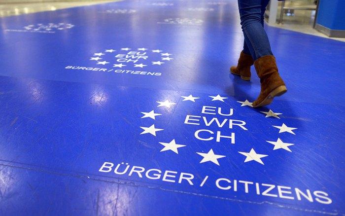 Коридор пункту паспортного контролю для громадян Європейського Союзу в аеропорту Дюссельдорфа