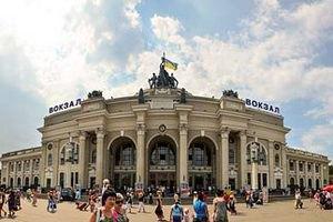 З Одеського вокзалу через неправдиве повідомлення про мінування евакуювали 2,5 тис. осіб