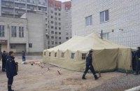 В Украине возле больниц появились палатки для распределения больных COVID-19