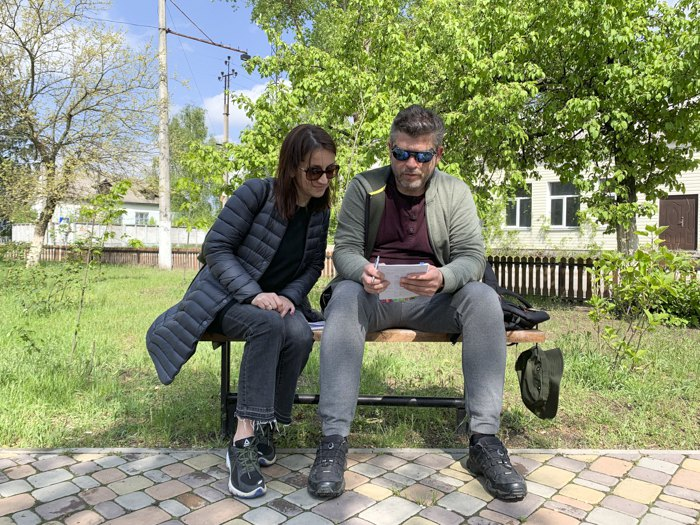 Наталія Ворожбит із режисером Олександром Тименком під час зйомок фільму