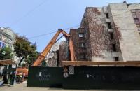 """КМДА зобов'язав забудовника прибрати паркан біля будівлі """"Квітів України"""""""