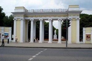 В парке Горького сожгли два трактора