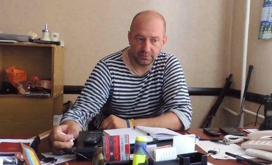 На цьому фото Сергій Мельничук ще зі своєю зброєю. Щоправда, це, вочевидь, не автомат, а кулемет