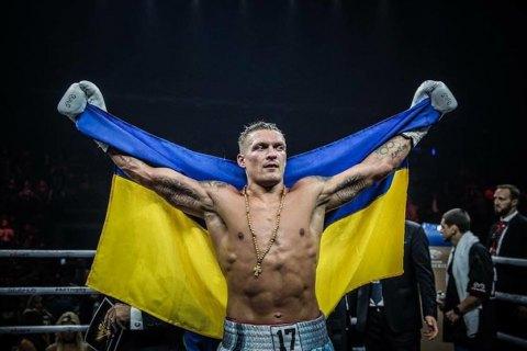 Усик нокаутировал Хука и вышел в полуфинал боксерской Лиги чемпионов
