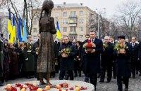 Президенты Украины молча почтили память жертв Голодомора