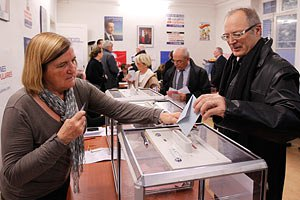 Два кандидата объявили о победе на выборах лидера оппозиционной партии Франции