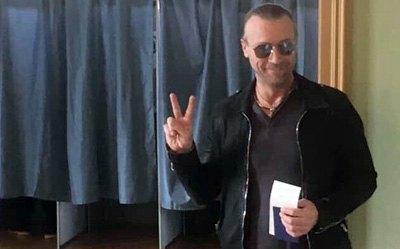 """Голосування за кордоном: де голосував Олег Винник і де може бути """"порохоботська республіка"""""""