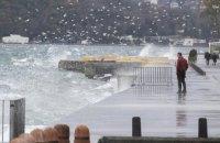 В Стамбуле бушующий ураган повалил деревья и сорвал крыши, некоторые районы затопило