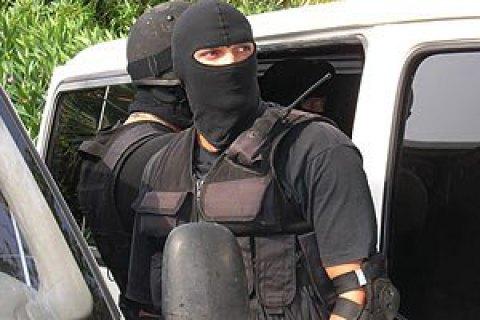 """Екс-співробітників """"Грифона"""" в Харкові засуджено до 3 років ув'язнення за побиття покупця, який вкрав презервативи"""