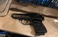 Одесит погрожував лікарям стартовим пістолетом через плач доньки у стоматології