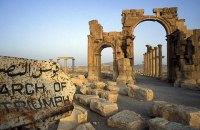Бойовики ІД підірвали Тріумфальну арку в Пальмірі