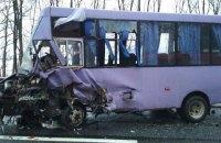"""Рейсовый автобус столкнулся с """"шестеркой"""" во Львовской области, 5 пострадавших"""