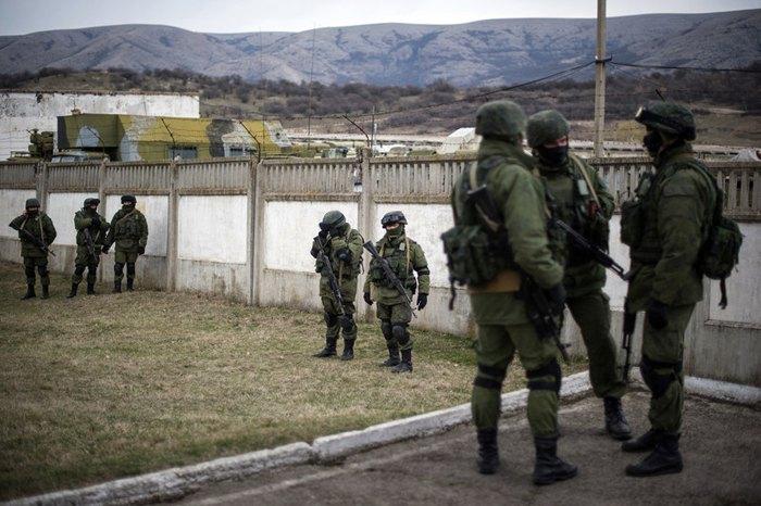 'Зеленые человечки' в Перевальном, Крым, 2 марта 2014.