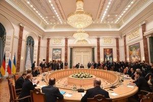 Учасники переговорів покинули мінський Палац незалежності
