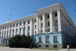 Злоумышленник бросил коктейль Молотова в двери крымского Кабмина
