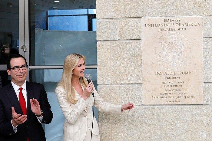 Иванка Трамп и министр финансов США Стивен Мнучин во время церемонии открытия