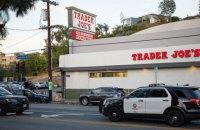 У Лос-Анджелесі озброєний злочинець кілька годин утримував заручників у супермаркеті