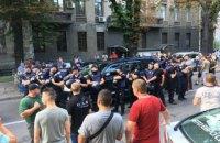 """""""Євробляхери"""" пошкодили машину депутата Пинзеника біля Ради (оновлено)"""