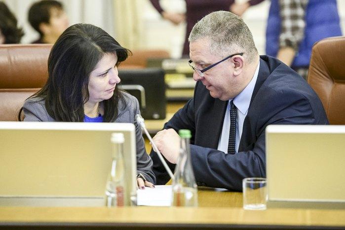 Ірина Фріз та Андрій Рева під час засідання кабміну, 5 грудня 2018.