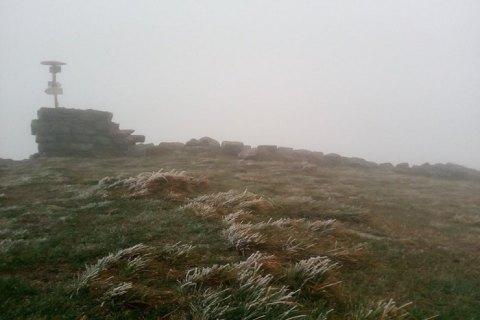 У Карпатах на горі Піп Іван випав сніг