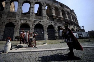 Археологи нашли фрески на стенках Колизея