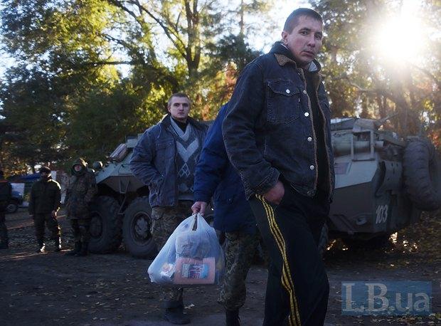 На фото справа - киборг Александр Михайлюк