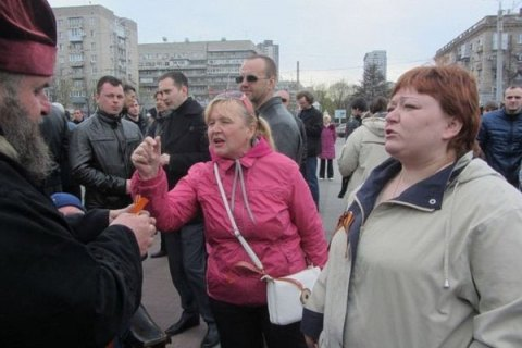 Задержали женщину, которая воперном театре Днепра ударила военного молотком