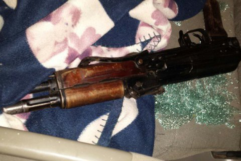 У Закарпатській області п'яний злочинець поранив поліцейського з автомата під час затримання