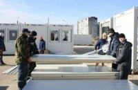 В Запорожье прибыли 55 грузовиков с жилыми модулями для переселенцев