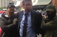 Чиновника Минобразования задержали при получении 300 тыс. гривен взятки (обновлено)