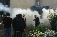 На акції у Переяславі-Хмельницькому відділення поліції закидали петардами
