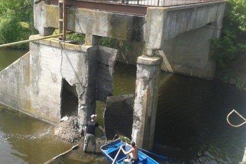 В Житомирской области в старый мост попал и разорвался снаряд