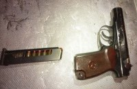 Полиция изъяла пистолет у мужчины возле палаточного городка под Радой