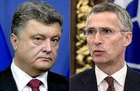 Порошенко пожаловался генсеку НАТО на эскалацию ситуации на Донбассе