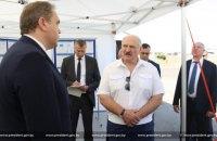 """Лукашенко заборонив підприємствами скорочувати виробництво через санкції """"мерзотників по той бік кордону"""""""