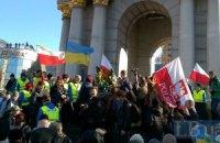 На Майдане начали собираться люди