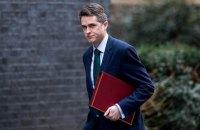У Великобританії зі скандалом звільнили міністра оборони