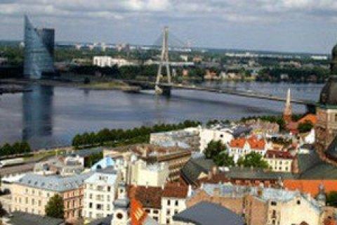 В Латвии предъявили подозрение в коррупции двум политическим партиям