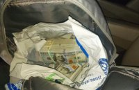 На кордоні з Польщею в українця вилучили пів мільйона євро і $240 тис.