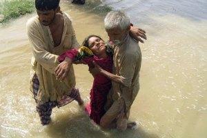 В Пакистане автобус с женщинами и детьми упал в пропасть