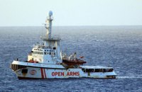 Испания направила за мигрантами с Open Arms военный корабль