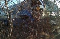 """На трасі """"Київ-Харків"""" автобус з пасажирами зіткнувся з вантажівкою і з'їхав у кювет"""