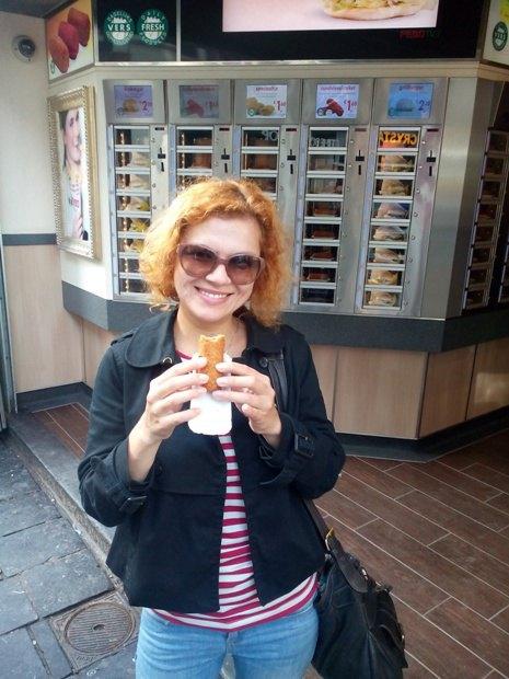 Фаст-фуд Febo - место, где можно вкусно и недорого перекусить в центре Амстердама