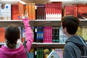 """""""УДАР"""": из школьных библиотек Одессы велели изъять """"неугодные"""" книги"""