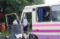 В Сумской области автобус врезался в дерево: пострадали 8 человек